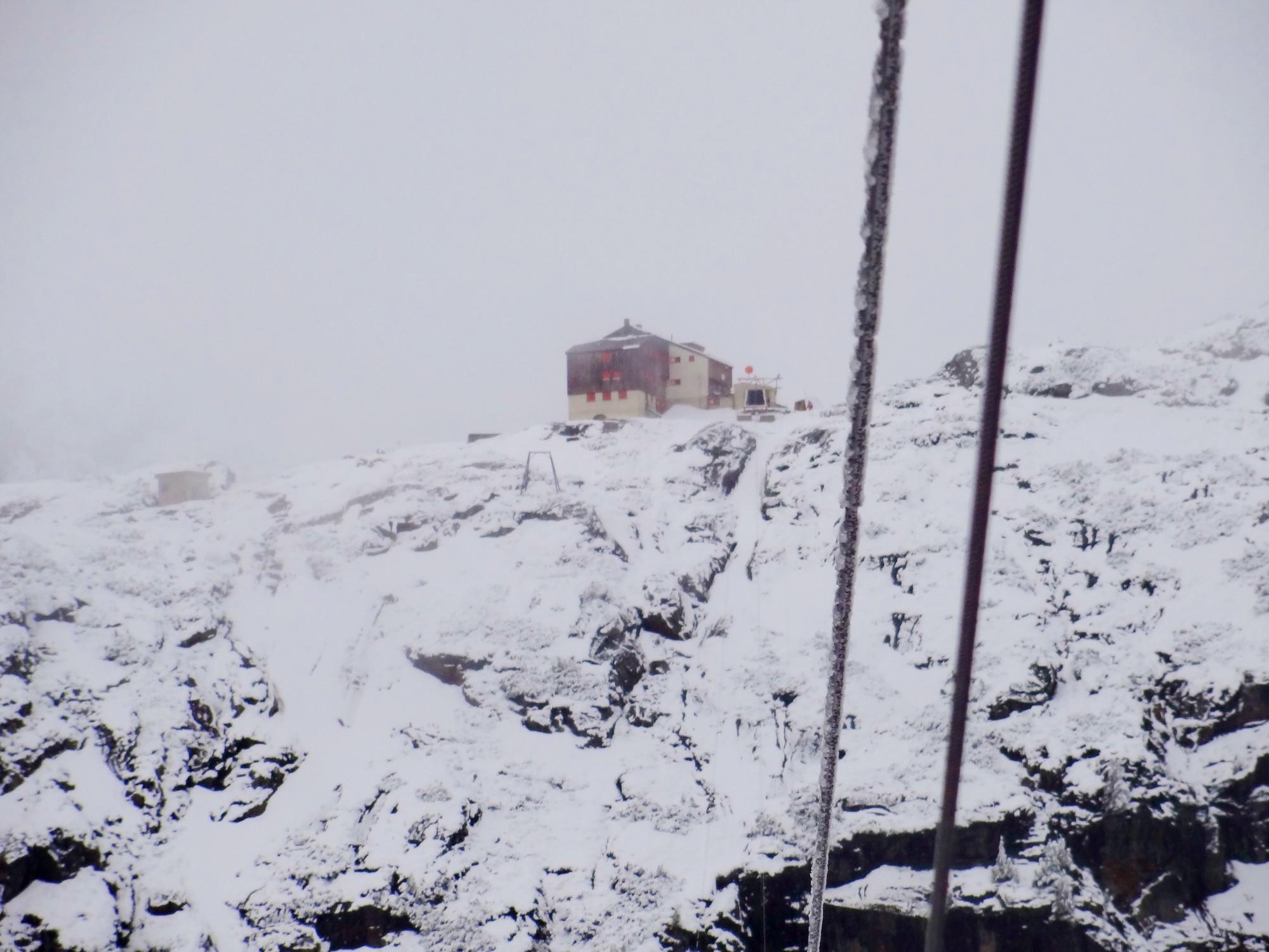 Die Sulzenauhütte im Schnee