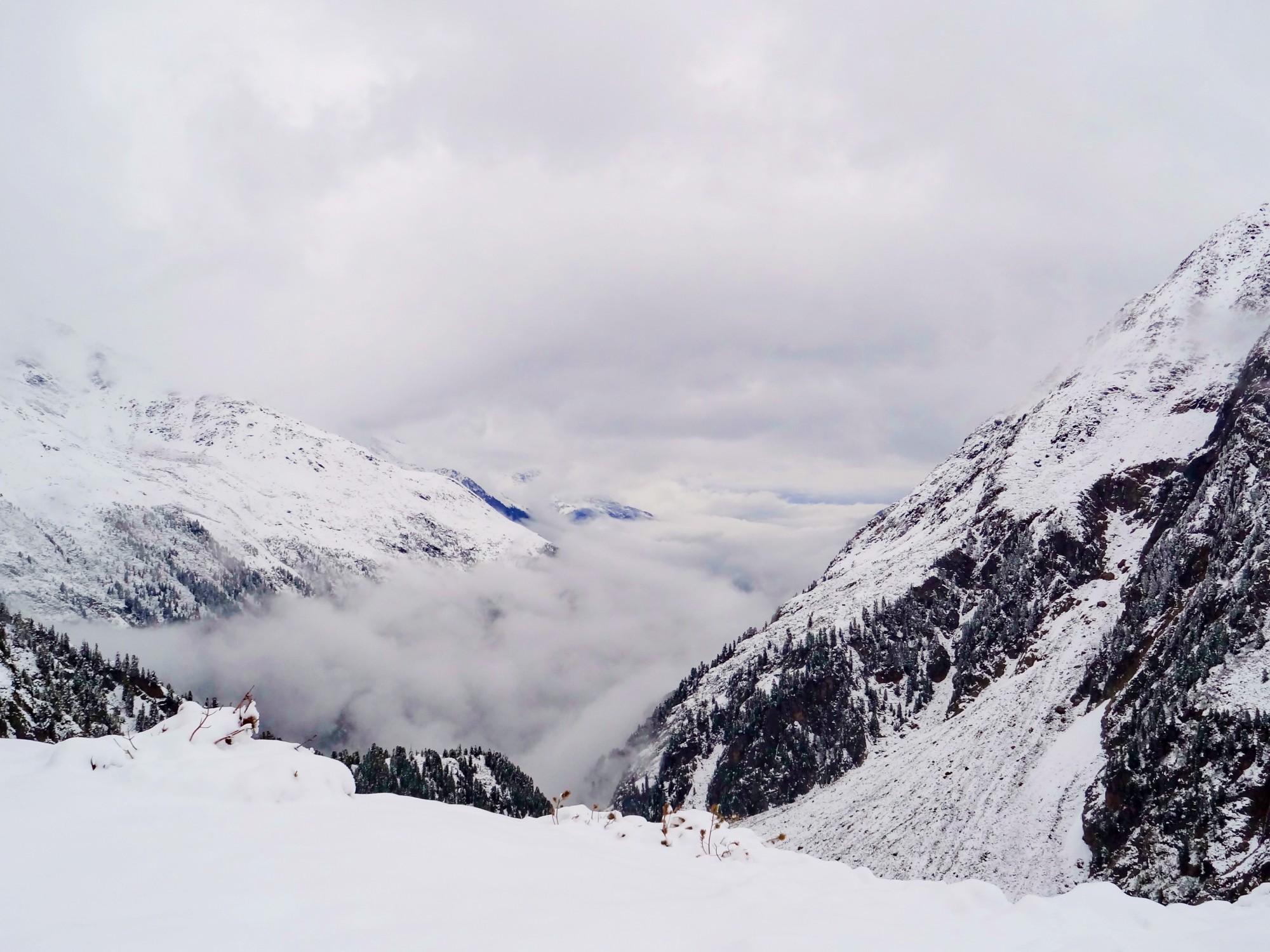Blick ins Tal bei Schnee