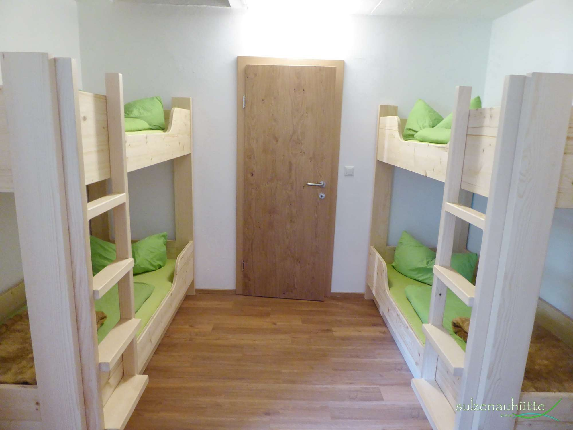 6 person room